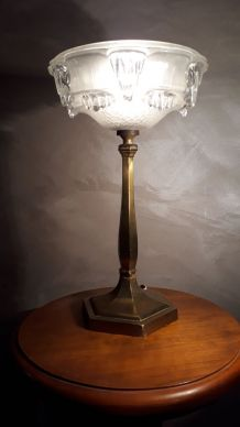 lampe de table de type calice artdeco