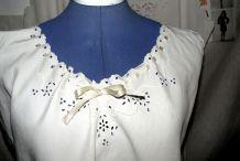 Ancienne chemise longue faite et brodée main