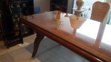 Table marquetée acajou, plateau en verre et rallonges