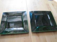 2 grandes  assiettes en faïence couleur vert bouteille