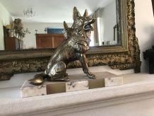Chien en régule doré sur marbre Art Déco