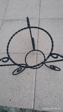 Porte plante en fer forgé
