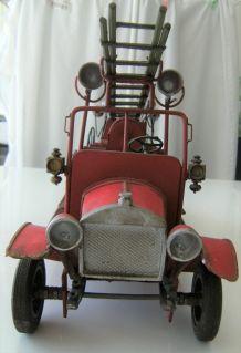 Camion pompier en tôle décoratif no toy vintage