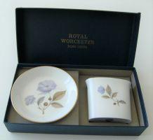 Coffret Royal Worcester Bone China cure dent + écuelle Porce