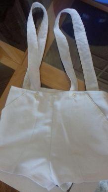 2 shorts à bretelles