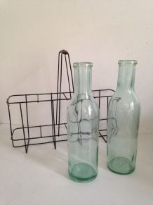 Paire d'anciennes bouteilles de lait, verre teinté