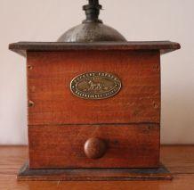 Ancien moulin à café de marque Peugeot frères