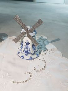 Petit moulin en porcelaine