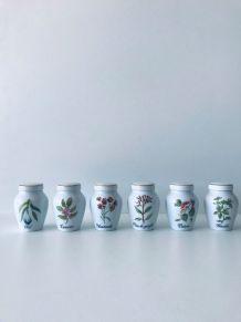 Suite de pots à condiments en porcelaine