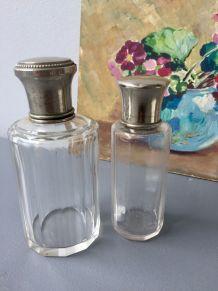 Paire d'anciens flacons à parfum