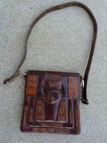 70s sac rigide bandoulière crocodile cuir vernis