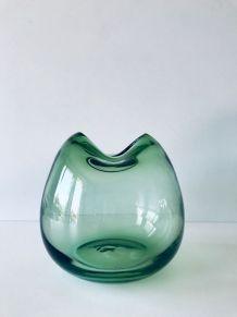 Vase vert en verre soufflé