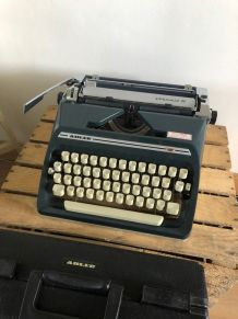 Machine à écrire vintage ADLER GABRIELE 35