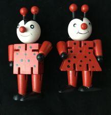 Couple de Coccinelles articulées en bois peint, 8,5 cm