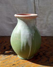 Joli vase en céramique peinte signé JEB