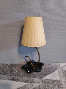 lampe pied en céramique noire et abat-jour en tissu jaune