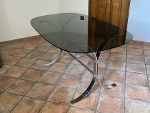 Table Vintage ovale. 1970. Acier et verre fumé. 160X95.