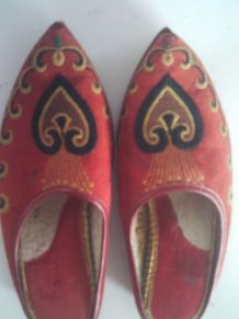 Chaussure babouche rouge brodé