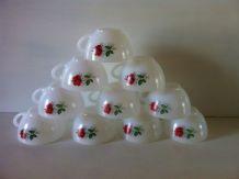 Lot de 10 tasses vintage Arcopal