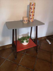 Table vintage à roulettes