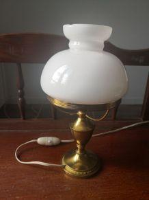 Lampe de chevet en opaline