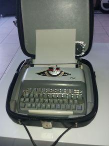 Machine à écrire dans malette et ruban recharge
