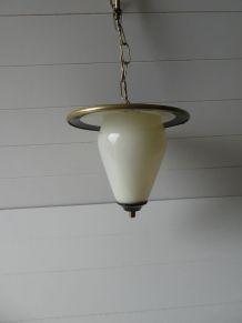 Suspension années 1950 verre opalescent & métal