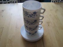 4 grandes  tasses Arcopal vintage à décors de fleurs bleues