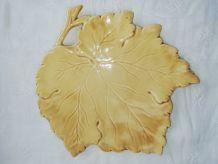 Grand plat feuille céramique barbotine
