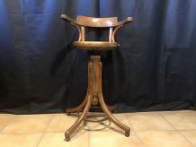 Ancien fauteuil de coiffeur  pour enfant