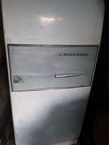 Réfrigérateur Frigeavia à restaurer