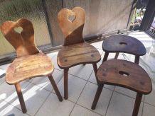 Lot anciennes chaises et tabourets tripodes