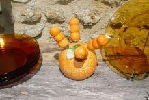 Petit serviteur en forme d'orange et ses 4 couteaux à beurre