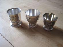 lot de 3 coquetiers  en métal argentée ancien vintage avec g