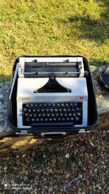 Machine a écrire olympia regina Deluxe