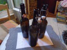 3 bouteilles en verre ambré