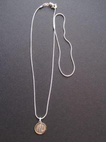 Collier pendentif médaille sainte vierge