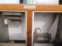 Ancien Frigo Brasserie de bar transformé en lave-mains