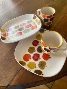 """Deux mugs et deux assiettes """"années 70"""""""