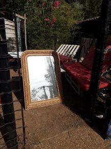 Miroir ancien avec moulures en bois doré