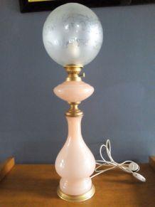 Lampe Opaline rose pastel, électrifiée Napoléon III