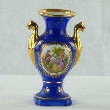 Petit vase en porcelaine de Limoges - scène romantique - est