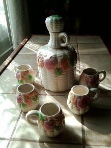 Service à liqueur en céramique  barbotine carafe + 5 tasses