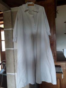 Ancienne chemise de nuit brodée BR