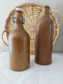 Paire de bouteilles en grès