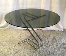 Table basse ronde en métal chromé et verre fumé – années 70