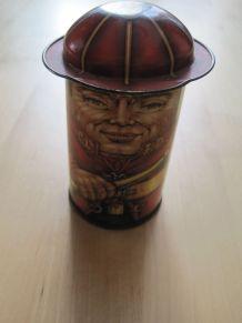 Figurine pompier petite boite en tôle décor style ancien