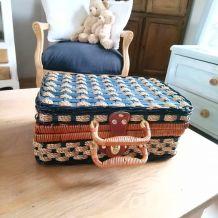 Adorable petite valise en osier