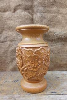 Vase en bois d'olivier sculpté à la main