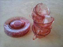 Tasses et sous-tasses roses